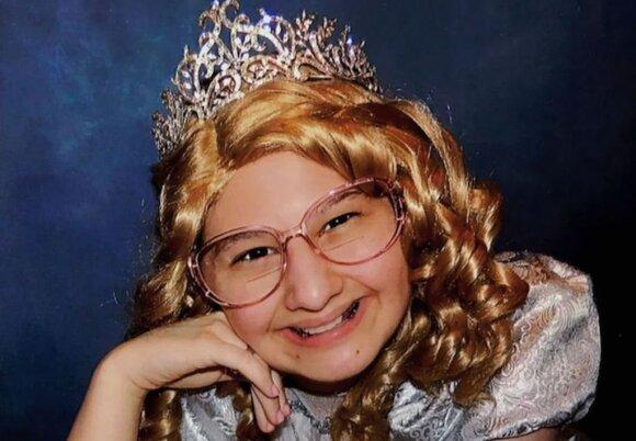 Gipsy, papuošta kaip princesė.