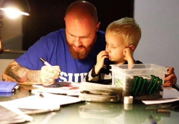 Tatuiruotės su vaikų vardais – už ar prieš?