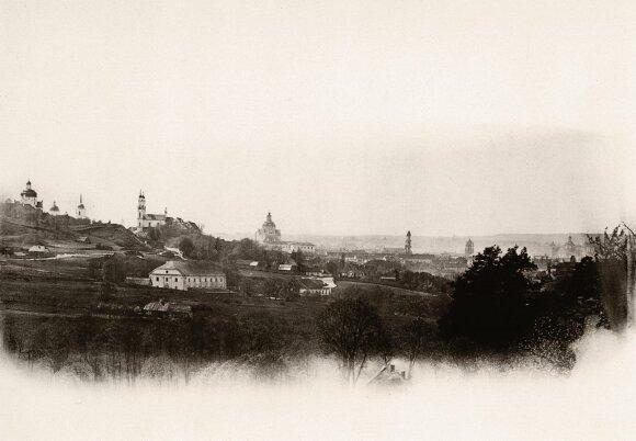 Vilniaus miesto panorama iš Paplaujos priemiesčio. A. Swieykowskio nuotr. 1861−1866 m.