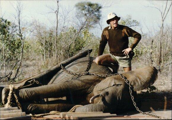 Sena nuotrauka iš dramblių medžioklės