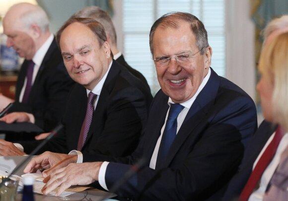 Anatolijus Antonovas, Sergejus Lavrovas
