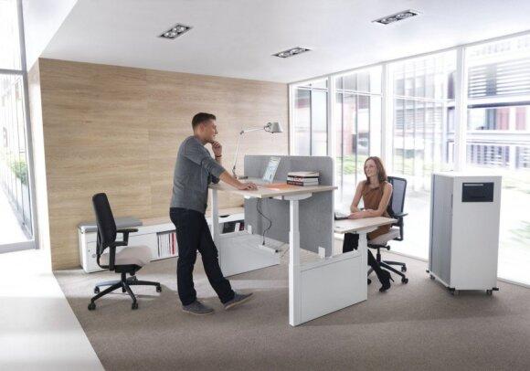 Kas sieja cigaretę ir nepatogią biuro kėdę?
