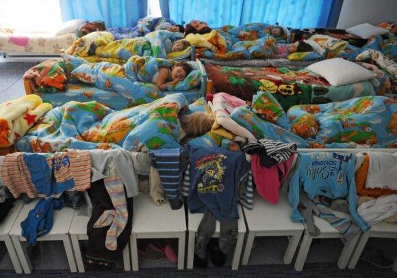 Vieni smerkia, kitiems – tai vienintelė išeitis: papasakojo, kaip šiandien atrodo darželiai, kur vaikai lieka per naktį
