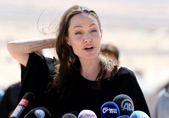 Angelina Jolie sukėlė pasipiktinimą, musulmoniškoje šalyje nevilkėdama apatinių