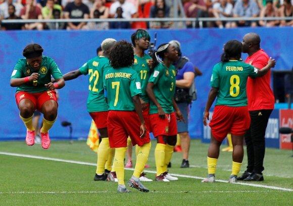 Kamerūno moterų futbolo rinktinės emocijos