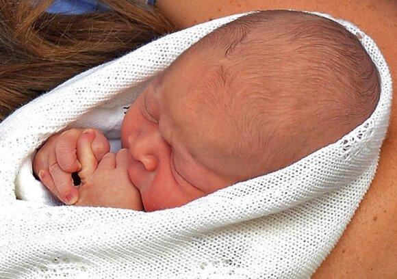 Ką valgo karališkasis kūdikis: mamos pieną ar mišinuką?