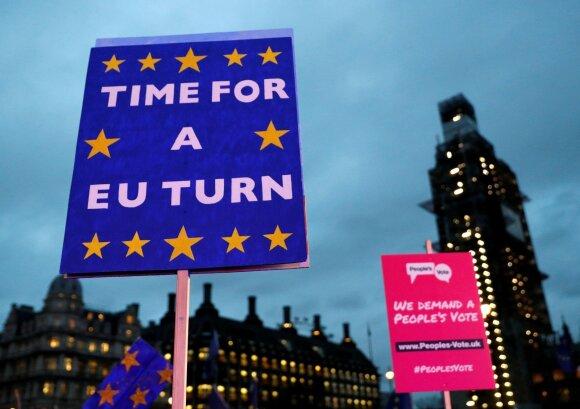 """ES lyderiai reikalauja aiškių Britanijos argumentų """"Brexitui"""" atidėti"""