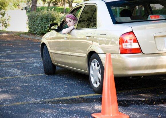 10 svarbiausių pradedančio vairuotojo klausimų ir atsakymai į juos