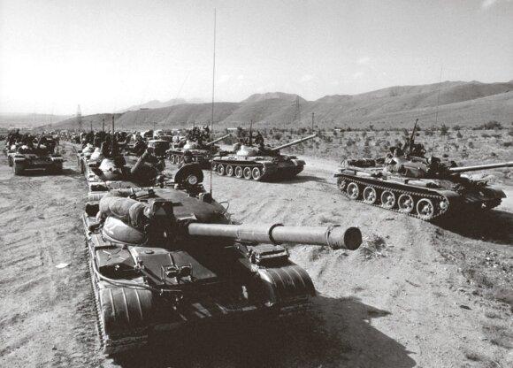 Sovietų tankai pakeliui į Afganistaną