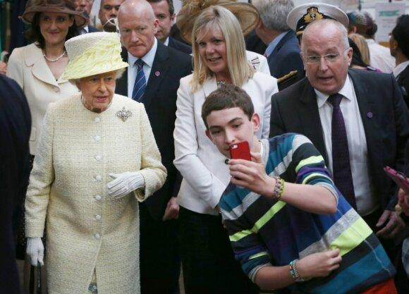 """Kaip paauglio išsišokimas sutrikdė Karalienę Elžbietą II <sup style=""""color: #ff0000;"""">FOTO</sup>"""