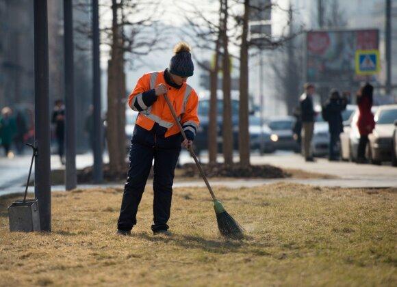 Lietuviai darbų dairosi užsienyje: už tą patį darbą gauna dvigubai daugiau nei Lietuvoje