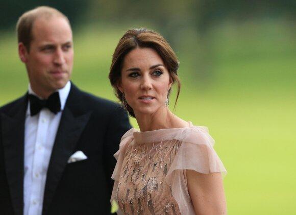 Kate Middleton su vaikais ruošiasi tolimai kelionei