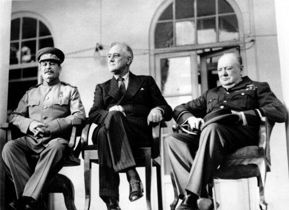 Josifas Stalinas, Winstonas Churchillis, Franklinas Rooseveltas Teherano suvažiavime