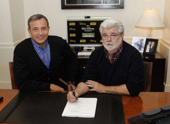 """""""Disney"""" įsigijo """"Žvaigždžių karus"""" sukūrusią """"Lucasfilm"""". G.Lucasas ir Robertas A. Igeris"""