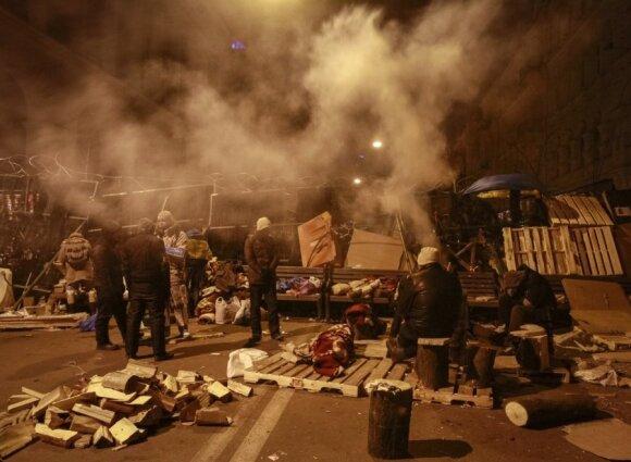 На Майдане молятся, перекрыт вход в кабмин Украины, Рада не работает