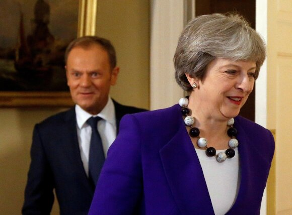 Theresa May, Donaldas Tuskas