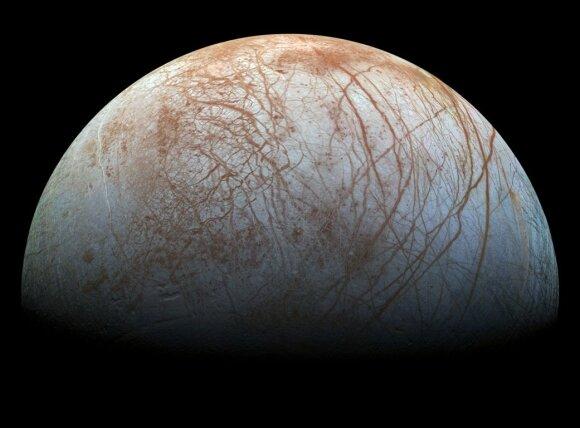 Jupiterio palydovas Europa, anot mokslininkų, yra potenciali vieta nežemiškos kilmės gyvybės paieškoms.