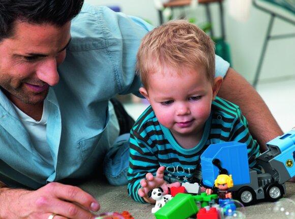 Mažylis taria pirmuosius žodžius: kaip padėti jam lavinti kalbą?
