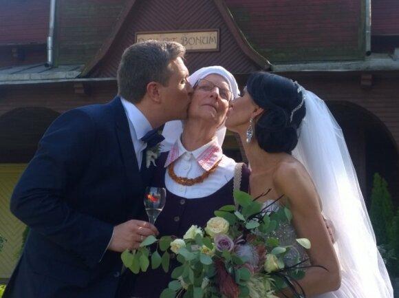 Deivydą ir Katažiną sveikina D. Zvonkaus mama