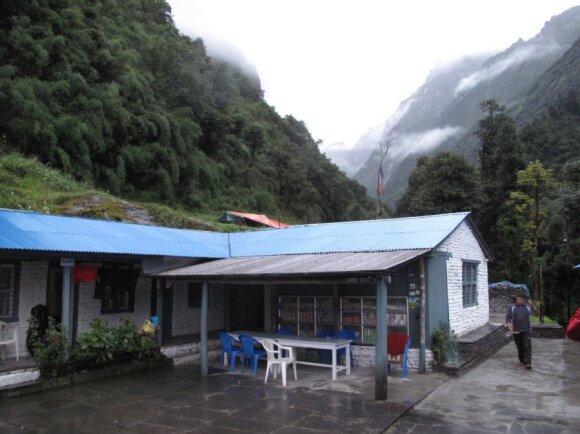 Kelias link gražiausių Nepalo kalnų: sraunios upės ir pavojingos nuošliaužos