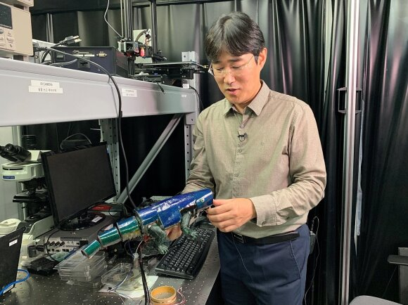 Seulo universitete pristatytas robotas chameleonas