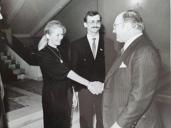 Jolanta ir Egidijus Bičkauskai Lietuvos ambasadoje Maskvoje pasitinka JAV ambasadorių Džeką Matloką