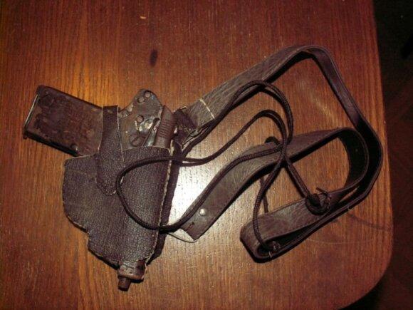 Šilutiškis kuprinėje nešiojosi peilius ir savadarbį pistoletą