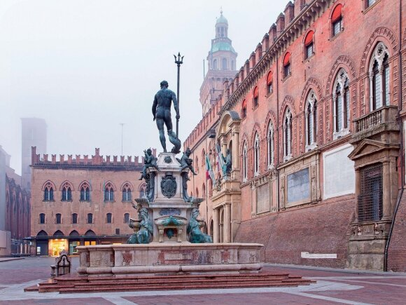 Neptūno statula centrinėje miesto aikštėje yra ne tik daili skulptūra – ja autorius Giambologna pašipeia itin dorovingas katalikų bažnyčios nuostatas