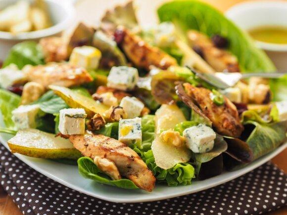 Valgote tik salotas, bet svoris nekrenta? Pasitikrinkite, jose gali būti daug užslėptų kalorijų