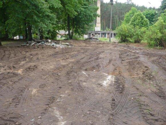 Nugriauti apleisti pastatai Aukštaitijos nacionaliniame parke Palūšėje