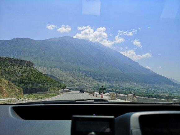 Albanijos greitkelyje.