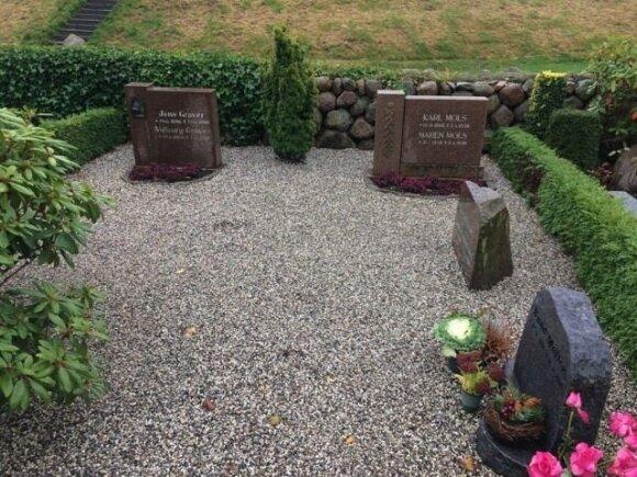 Daugelio danų kapų dengia akmenėlių mulčias kaip ir pas mus.