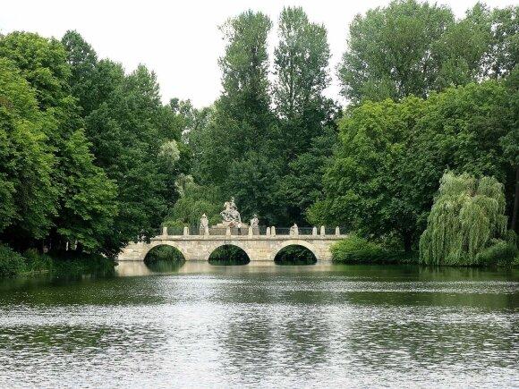 Karališkasis Lazienkų parkas laikomas Varšuvos brangakmeniu