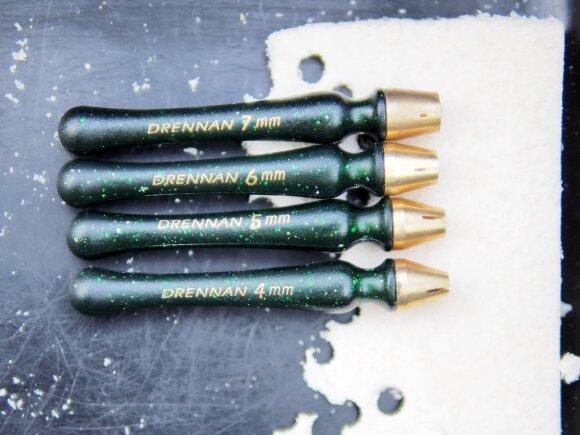 Įtaisai suformuoti batono išspaudoms