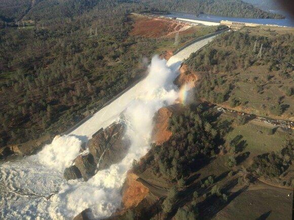 Iškilus potvynio grėsmei Šiaurės Kalifornijos gyventojai ruošiasi evakuotis