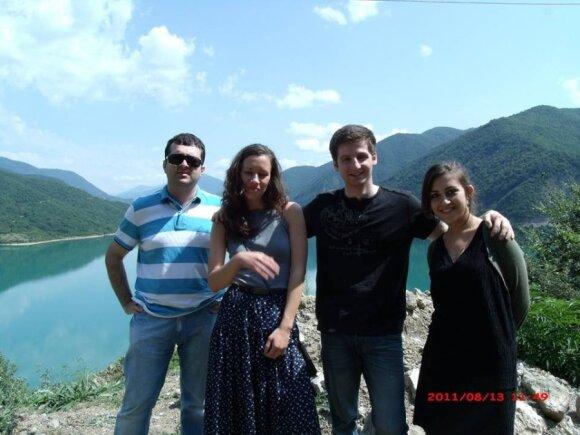Tornike Darjania ir Maria Poliak (viduryje) Gruzijoje