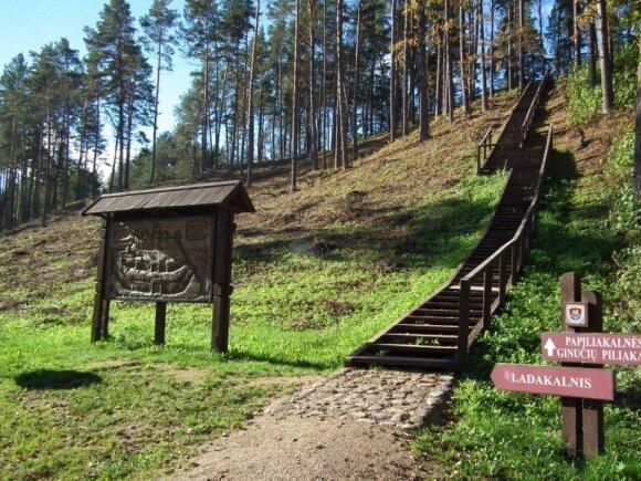 Ginučių piliakalnis. Aukštaitijos NP