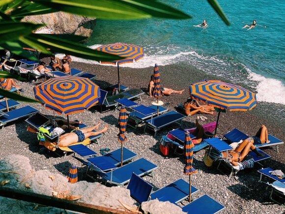 Atvykę į nuostabaus grožio paplūdimį poilsiautojai gailisi: verslininkų įžūlumas siutina ne tik lietuvius