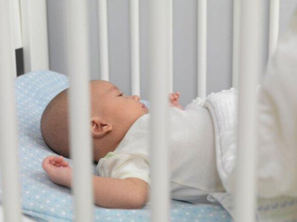 Kaip išmokyti vaiką užmigti savarankiškai: šeši žingsniai padės įgyvendinti visų tėvų svajonę