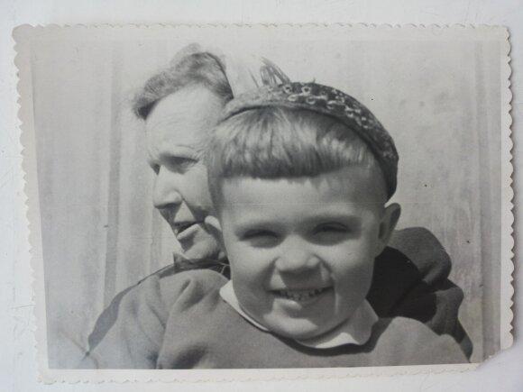 Romas su močiute