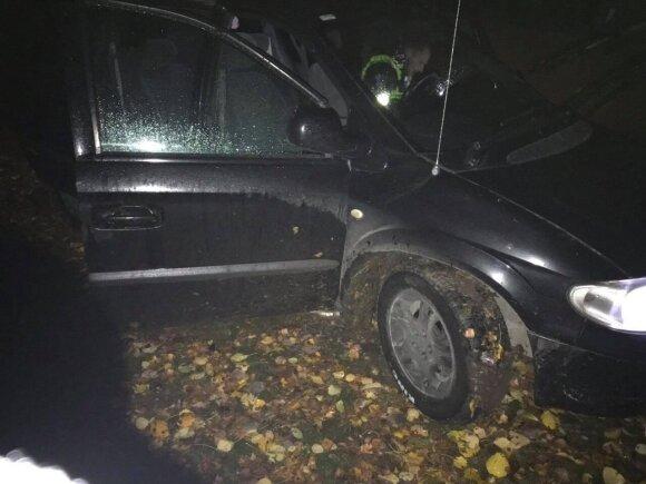 Pavojingos gaudynės sostinėje: įtariamasis net nestabdė važiuodamas šaligatviu