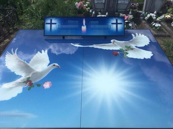 3D antkapiai Sententa nuotr.