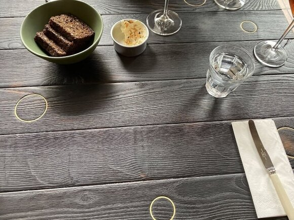"Andrius Užkalnis vertina restoraną ""Momo Grill"" Vilniuje"