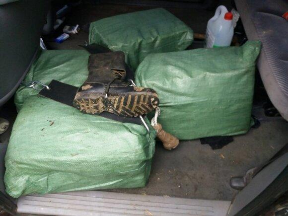 Kabelių pasieniečiai sulaikė kontrabandą gabenusį druskininkietį