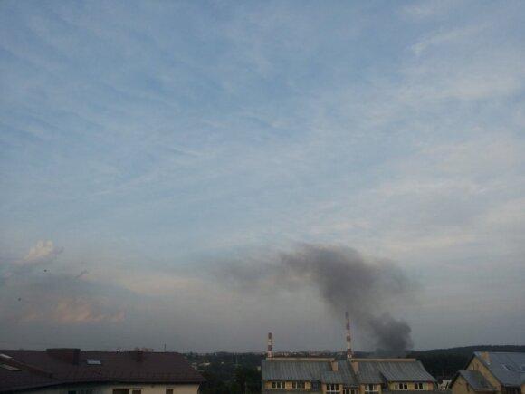 """""""Vilniaus energijoje"""" kilo gaisras, sulėkė apie dešimt gaisrinių"""