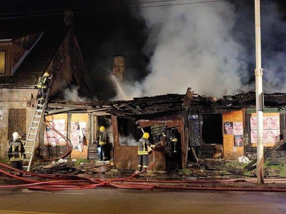 В Вильнюсе на ул. Калварию горел деревянный дом