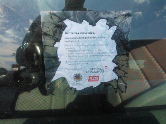 """Prevencinė kampanija """"Nepalikite vagis viliojančių daiktų automobilyje"""""""