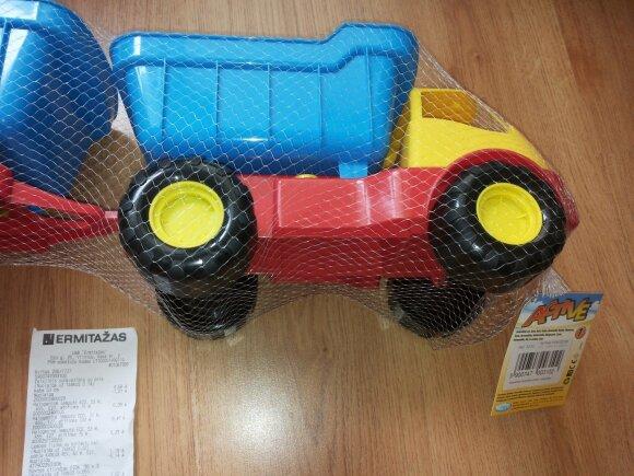 Žaislą vaikui norėjęs nupirkti vyras pasipiktino galutine kaina
