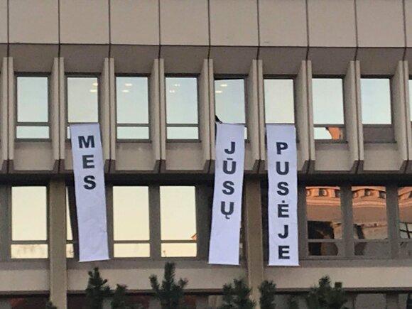 Mitinguojančios minios lūpose – graudi mokytojų realybė: Lietuvai šiandien skauda