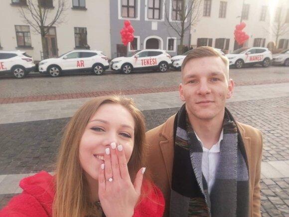Valentino rytą vilniečius nustebino ypatingas vaizdas Rotušės aikštėje: net nufotografavo